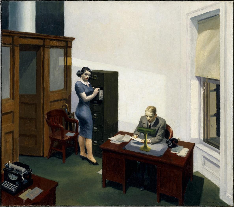 男性が机の上で働いているときに立ってファイリングしている女性の絵。